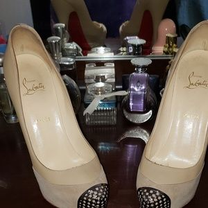 GORGEOUS CHRISTIAN LOUBOUTIN SHOE 40
